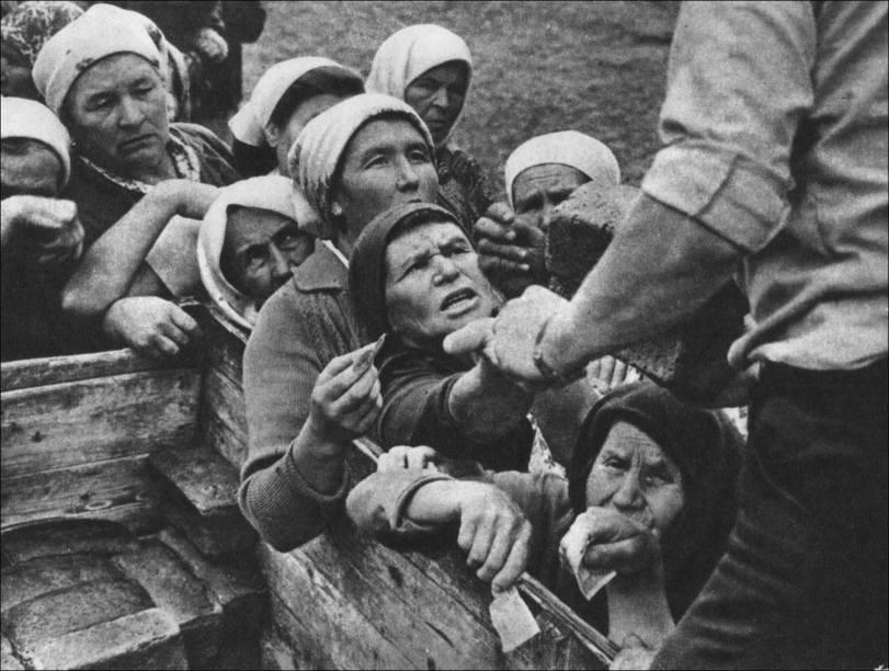 Очередь за хлебом в деревне, 1960–е годы, СССР