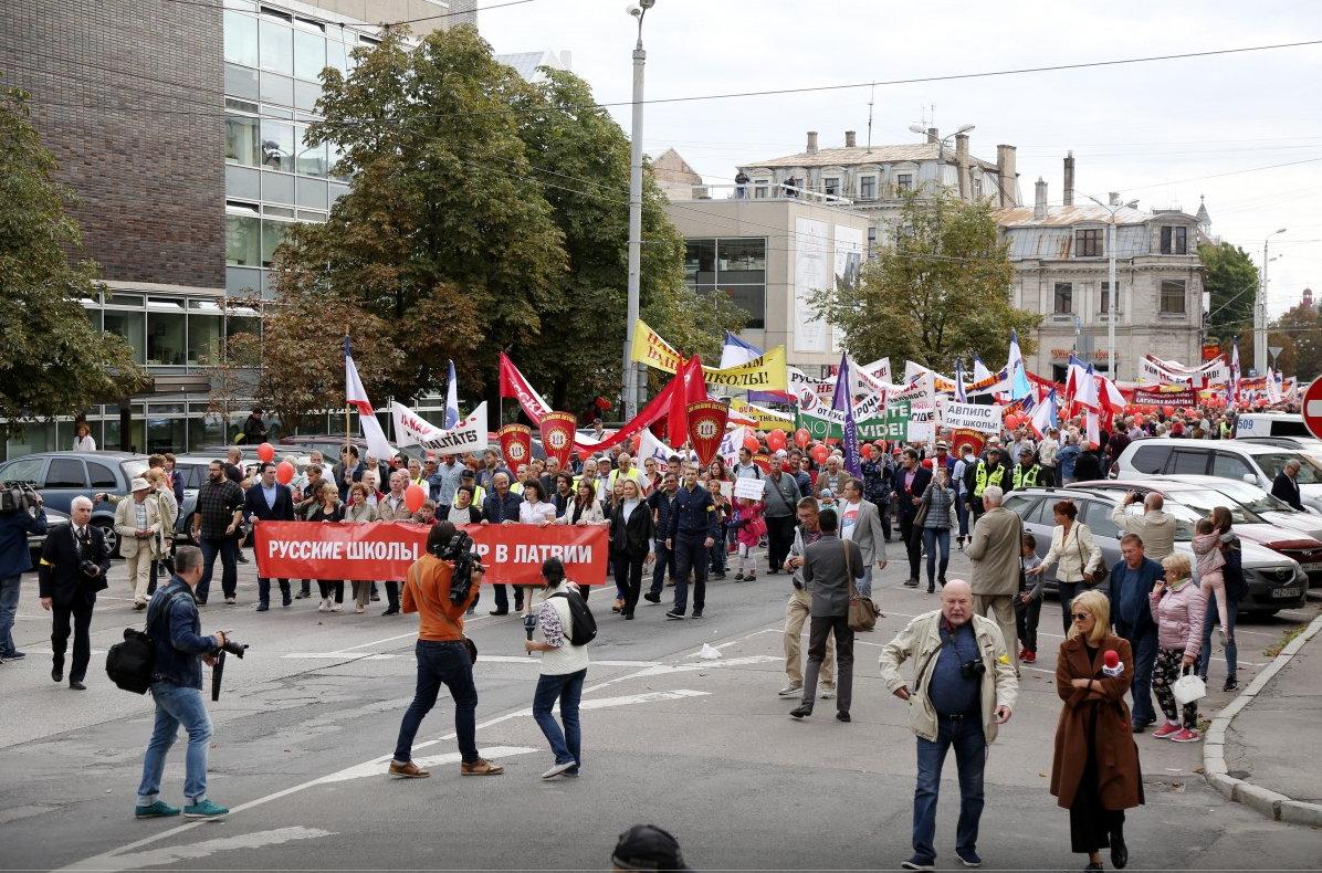 Митинг в Латвии за русский язык