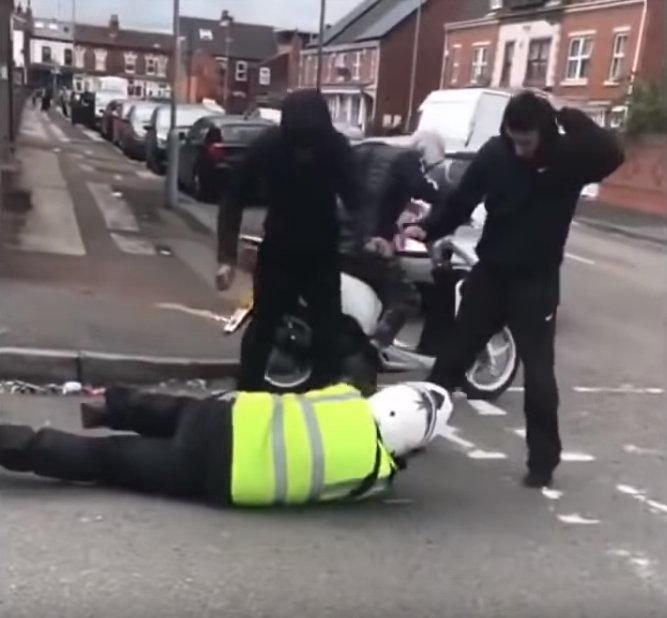Мигранты жестоко избили патрульного в Бирмингеме