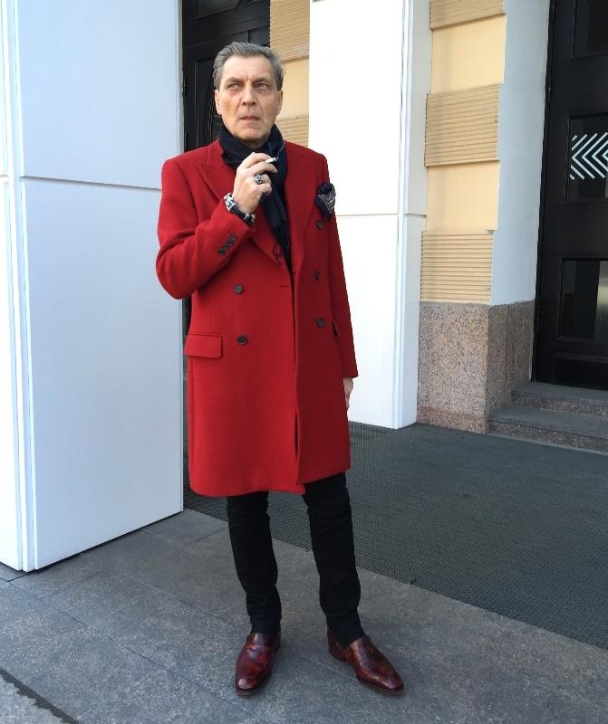 Невзоров в красном