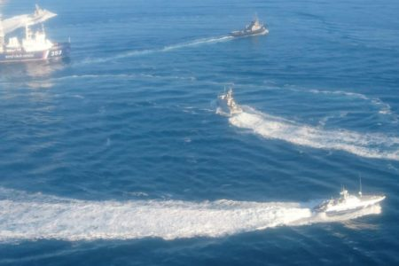 Украинские военные корабли вторглись в акваторию России