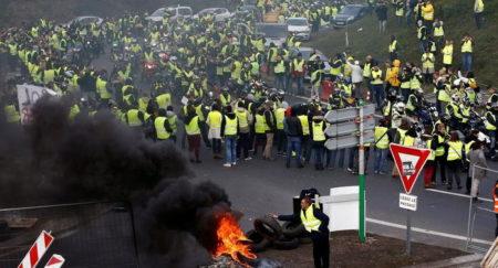 Протесты против повышения цен на бензин во Франции