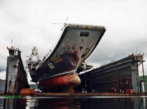 У Адмирала Кузнецова утонул плавучий док