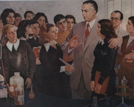 Энвер Ходжа с учащейся молодежью