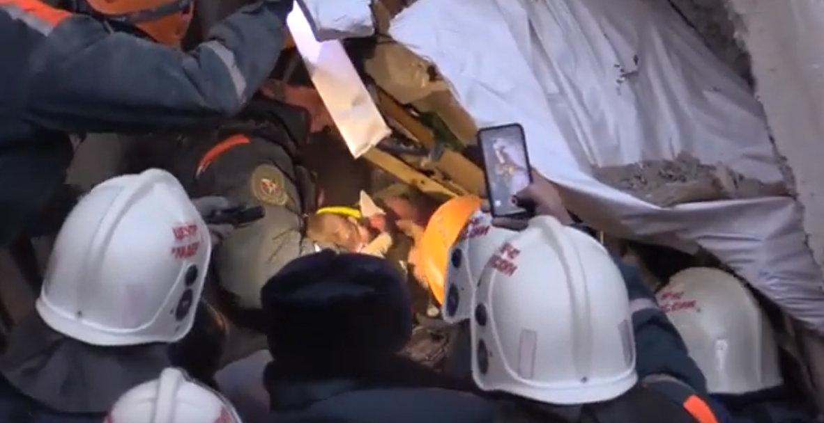 Из-под завалов в Магнитогорске спасли младенца