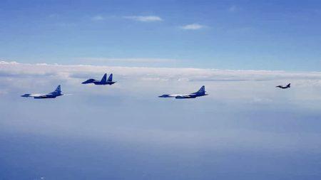 Ту-160 над Карибским морем в сопровождении истребителей Су-30 и F-16 ВВС Венесуэлы