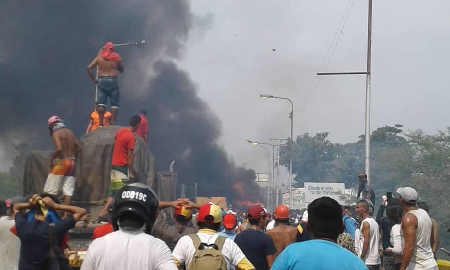 Поджёг грузовиков с гуманитарной помощью в Венесуэле