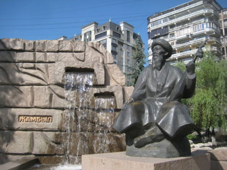 Памятник Джамбулу Джамбаеву