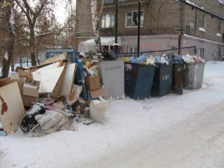 Не вывезенные мусорные кучи в Новосибирске