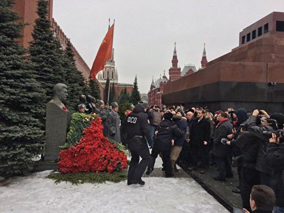 Задержание на акции Две гвоздики для товарища Сталина