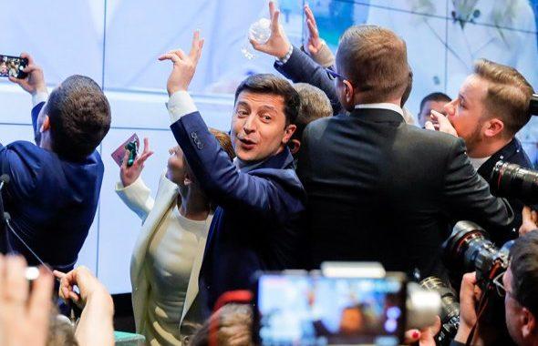 Владимир Зеленский празднует победу в избирательном штабе