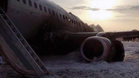 В Москве совершил аварийную посадку горящий Sukhoi Superjet 100