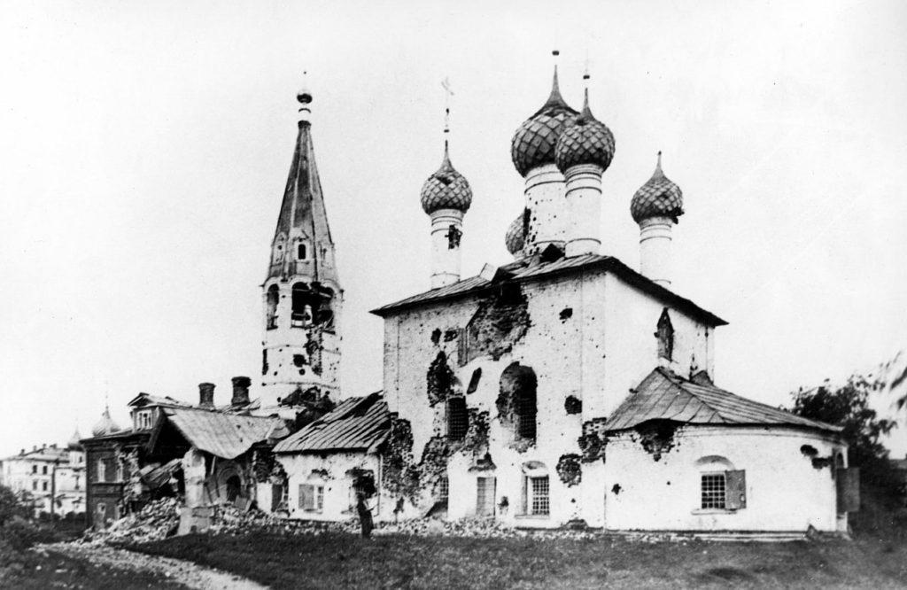 Храм Николы Рубленого после артиллерийского обстрела