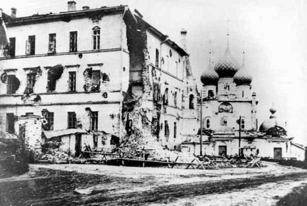 Центр города после того как пришли большевики