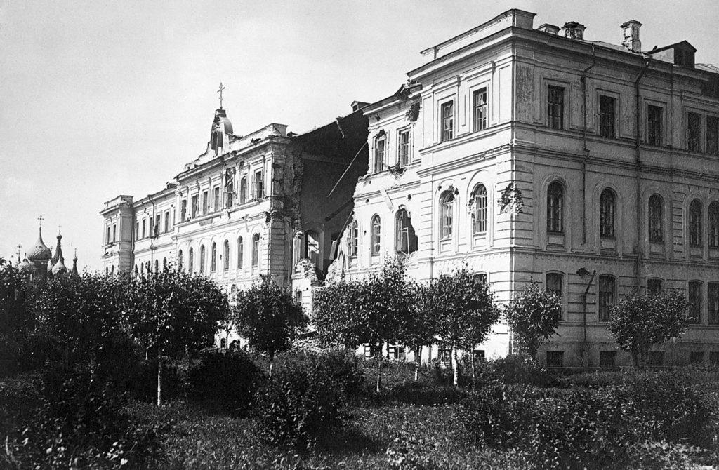 Здание Духовной семинарии после восстания и церковь Николы Мокрого